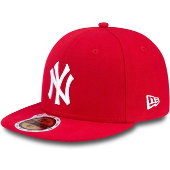 New Era Flat Brim Youth 59FIFTY Essential New York Yankees MLB Red Fitted Cap